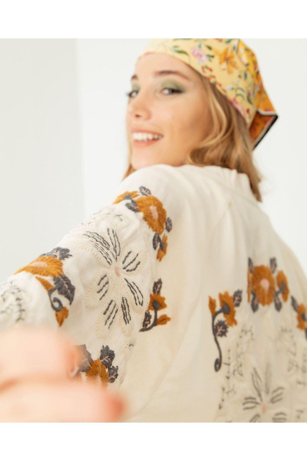 Kadın Oversize İşlemeli  Kap-krem